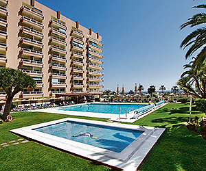 Stay at the Pyr Fuengirola Apartments, Fuengirola with Sunway