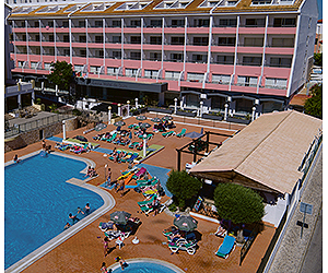 Stay at the Luna da Oura Apartments, Albufeira with Sunway