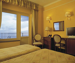 Sorrento Accommodation - Hotel Imperial Tramontano - Sunway.ie