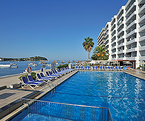 Stay at the Globales Verdemar Apartments, Santa Ponsa with Sunway