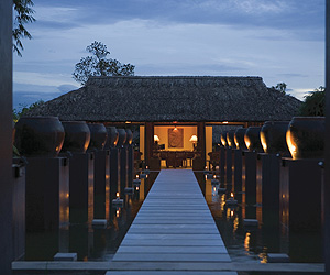 Stay at the Pilgrimige Village Hue, Hue with Sunway