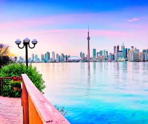 Choose Sunway for your Toronto Holiday